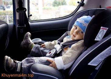 Đi ô tô nên để trẻ ngồi ở đâu cho an toàn?