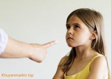 Trẻ hốn láo với cha mẹ nên xử lý ra sao?
