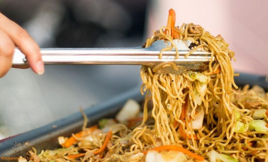 Nhiều cách biến tấu để có món mì tôm ngon, đỡ ngán