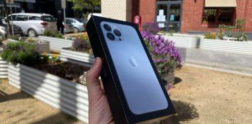 iPhone 13 cháy hàng đặt cọc tại Việt Nam