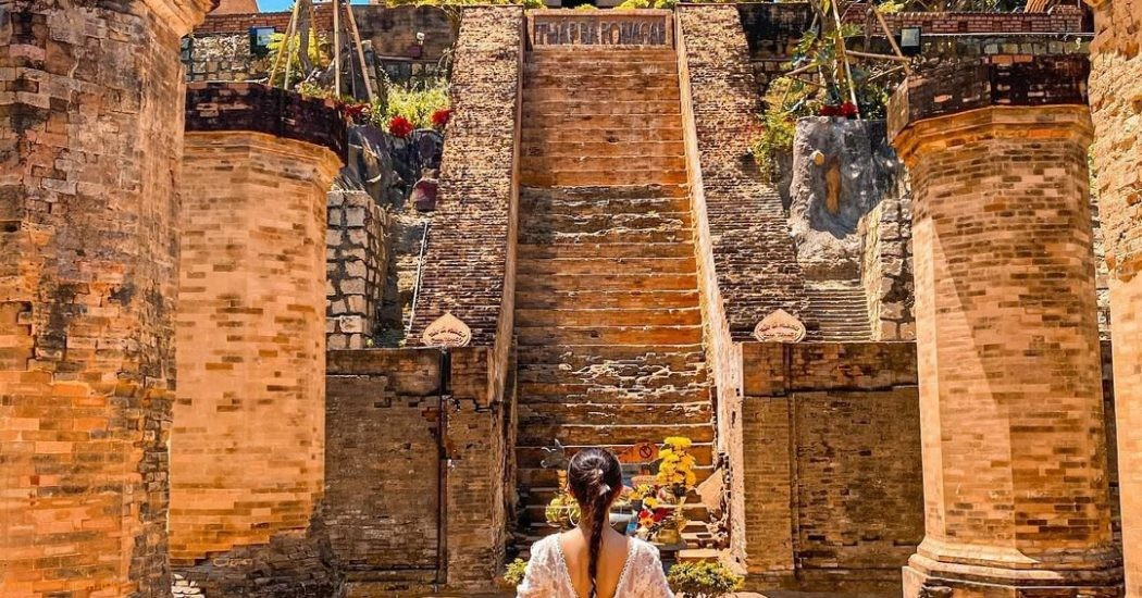 Hòn Chồng và di tích Tháp Bà Ponagar Khánh Hòa mở cửa đón khách từ 15/10
